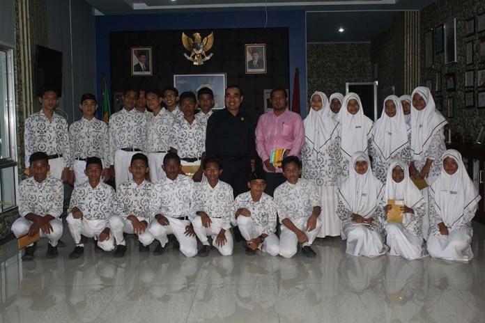 Ketua Dprk Banda Aceh Terima Kunjungan Siswa Smp 3 Banda Aceh Dewan Perwakilan Rakyat Kota