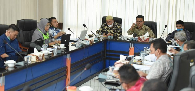 Tenaga Ahli Legislatif dan Eksekutif Bahas Naskah Akademik Raqan Pemerintahan Mukim