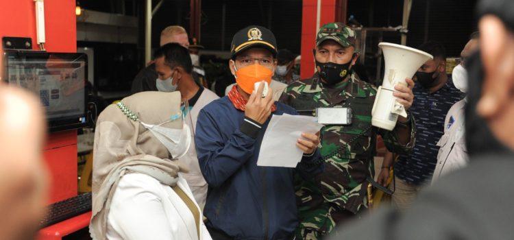 [FOTO]: Ketua DPRK dan Forkopimda Razia Protokol Kesehatan di Kafe