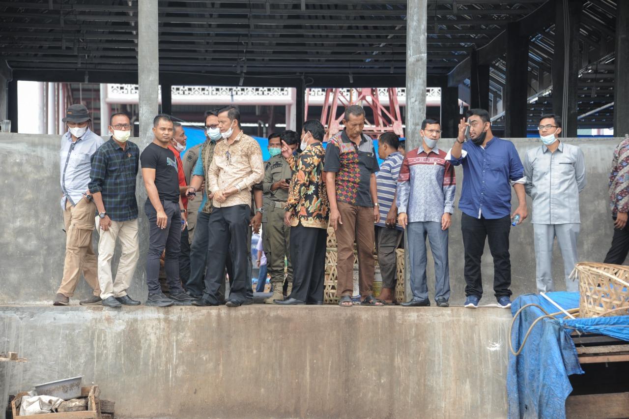 [FOTO]: Banggar DPRK Tinjau Aktivitas Pasar Al-Mahirah Lamdingin