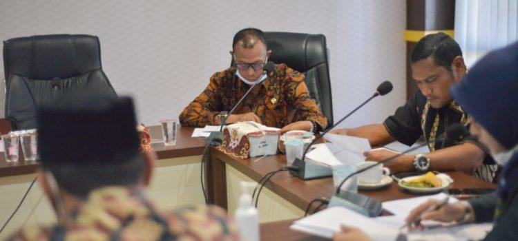 [FOTO]: Komisi II Rapat dengan Mitra dari Disnaker Banda Aceh