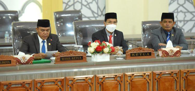 [FOTO] Paripurna Mendengar Jawaban Wali Kota atas Pandangan Fraksi tentang Raqan Usulan Wali Kota dan Inisiatif Dewan
