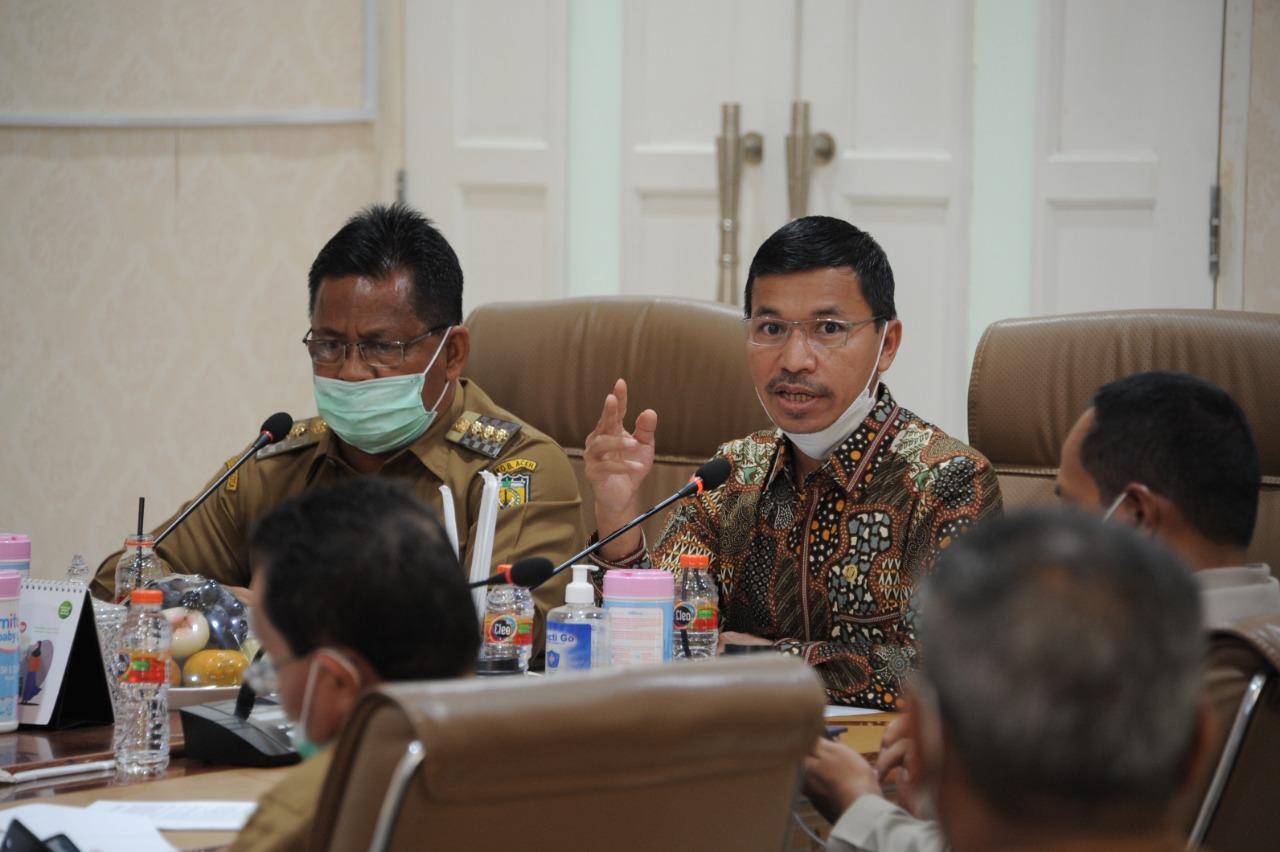 [FOTO]: Ketua DPRK Hadiri Rapat Evaluasi PPKM Darurat