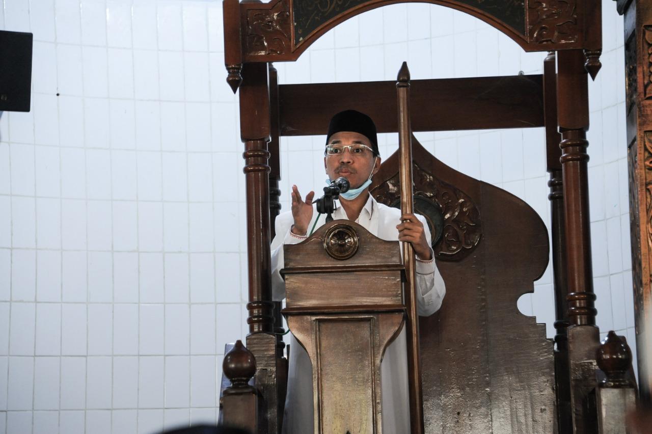 [FOTO]: Ketua DPRK Jadi Khatib Salat Jumat di Masjid Al-Huda