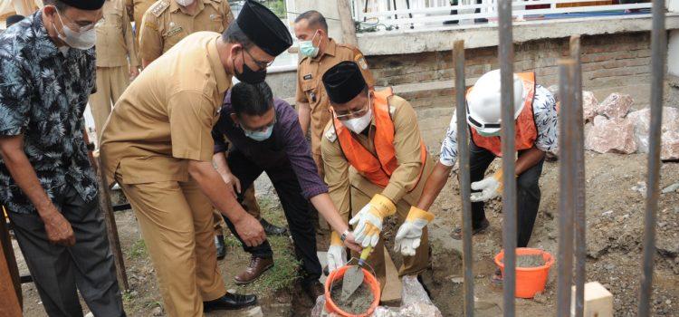 Ketua Komisi I Hadiri Peletakan Batu Pembangunan Masjid Al-Muhyi Pango Deah